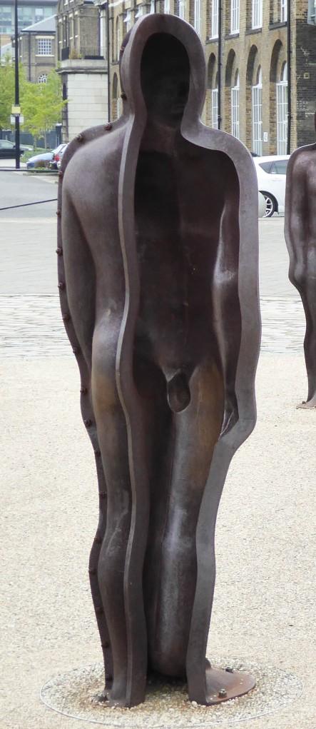 statues 4